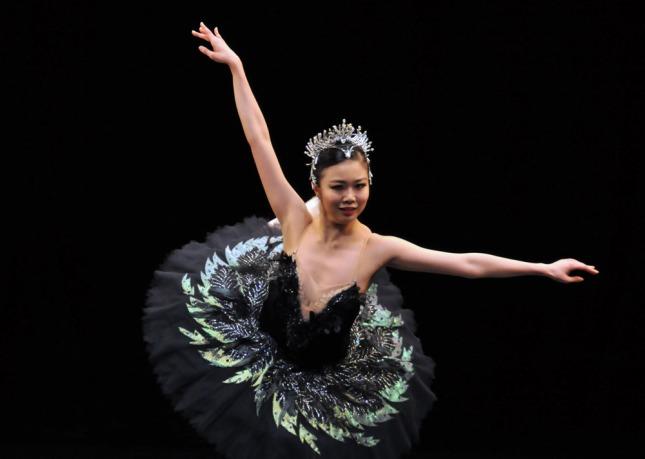 Shiori Kase (Odile variation, Swan Lake Act 3)