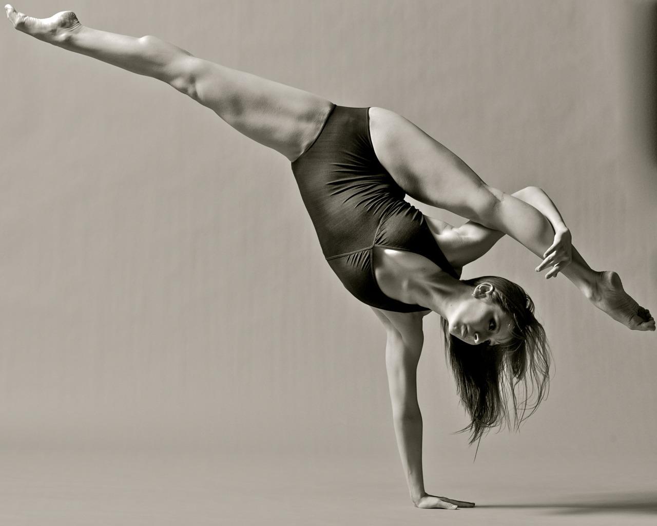 Сетчатых фото голых танцовщиц на тренировках транссексуал