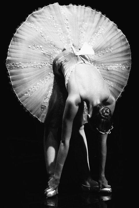 balerina-i-tolstiy-cherniy