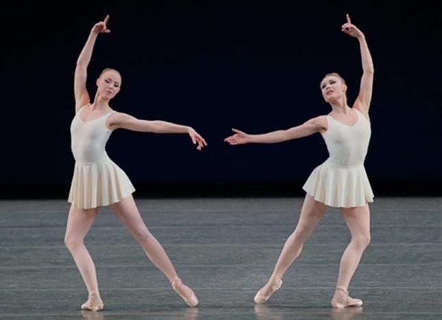Teresa Reichlen and Sara Mearns / © Paul Kolnik
