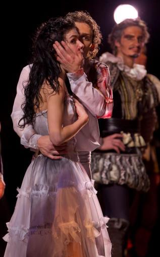 "Natalia Osipova and Ivan Vasiliev, ""Laurencia"" / © Stas Levshin"
