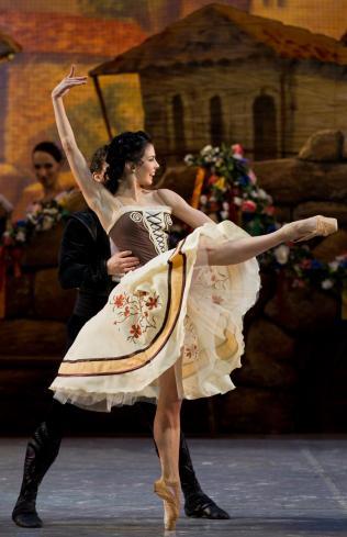 "Natalia Osipova and Ivan Vasiliev, ""Laurencia"" / Stas Levshin"