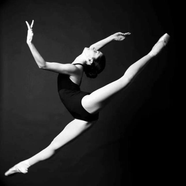 w Sara Renda, Ballet de l'Opéra National de Bordeaux