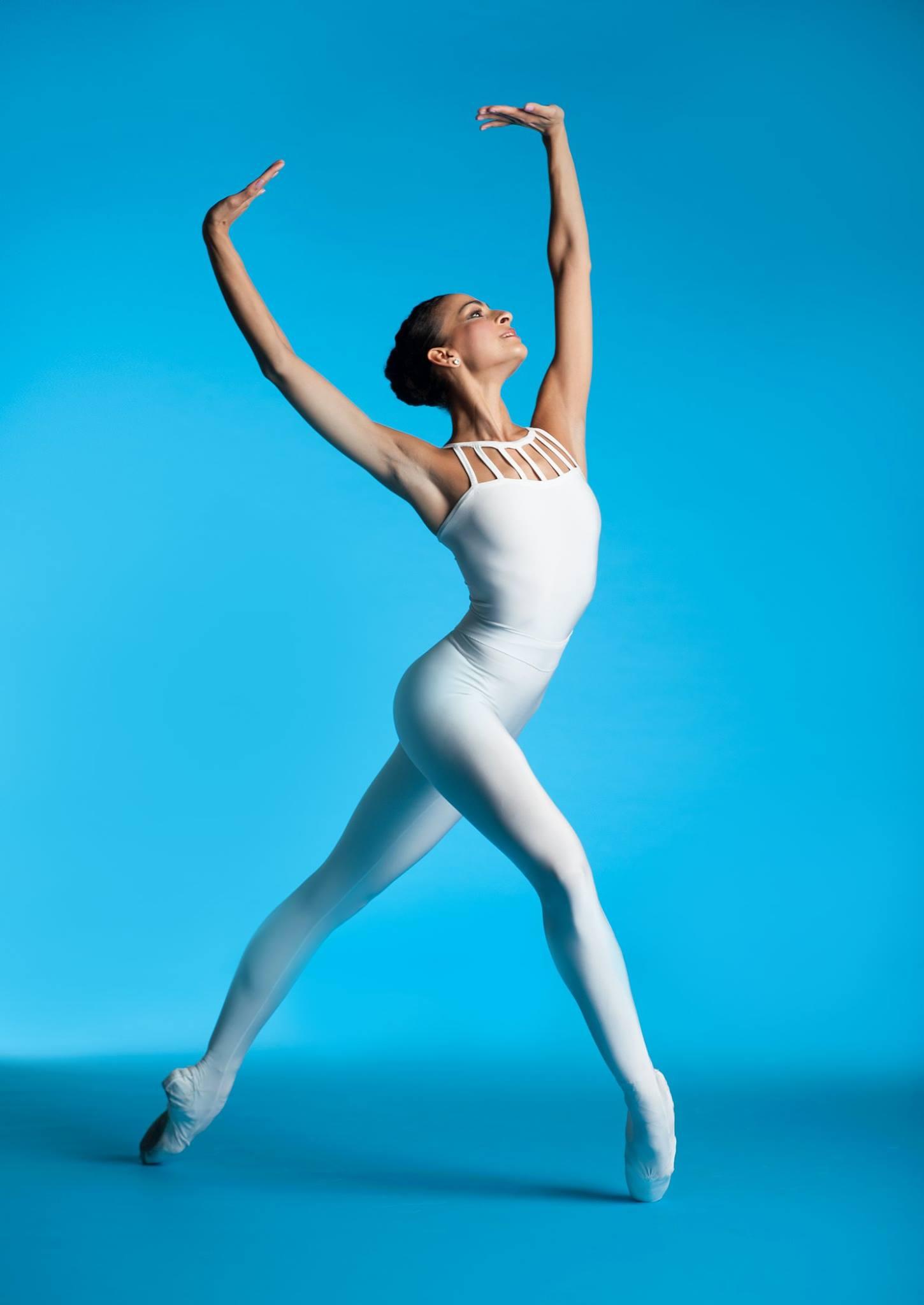 Голые гимнастки и балерины имеет