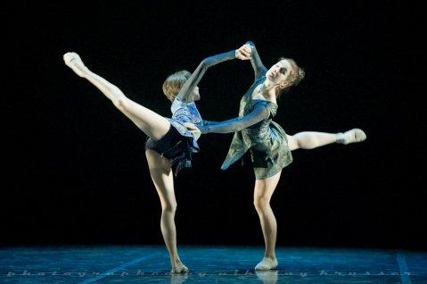 "Sabina Yapparova and Yekaterina Duganova, ""Duende"", Mikhailovsky Ballet / © Nikolay Krusser"