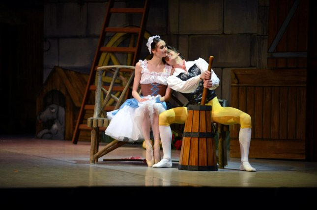 Anastasia Soboleva and Victor Lebedev  - © Stas Levshin/Dance Tabs