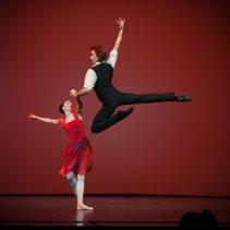 Anna Tikhomirova and Artem Ovcharenko, «Triangle» © Mark Olich