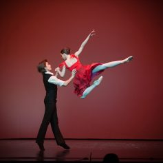 Artem Ovcharenko and Anna Tikhomirova, «Triangle» © Mark Olich