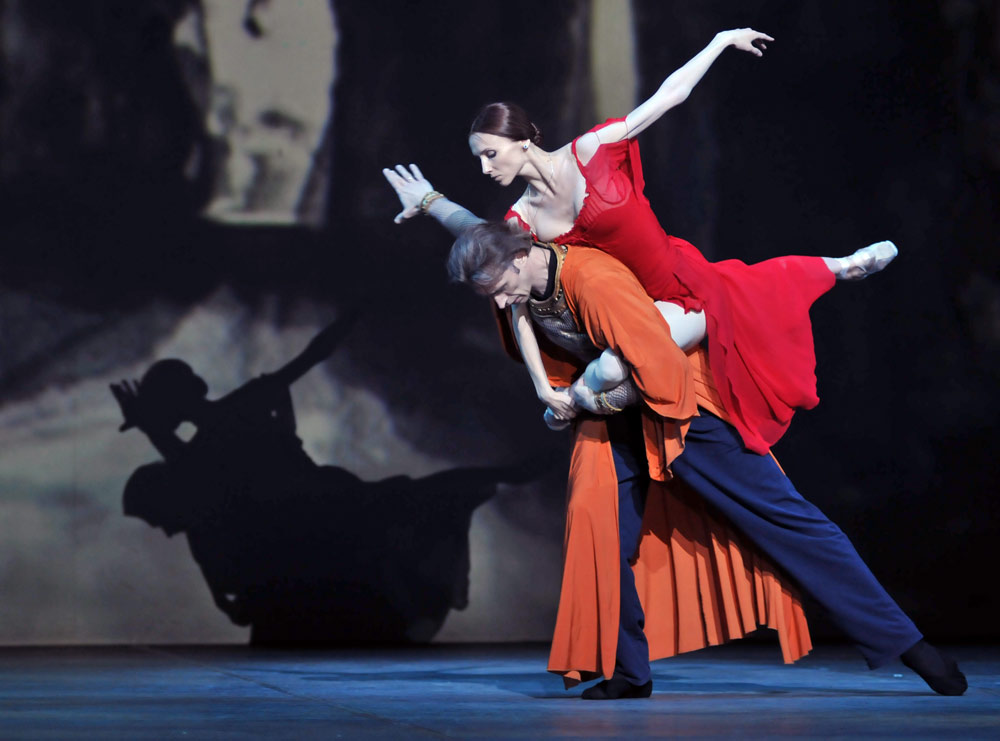 https://balletthebestphotographs.files.wordpress.com/2014/04/w-svetlana-zakharova-and-andrei-uvarov-macbeth-c2a9-dave-morgan.jpg