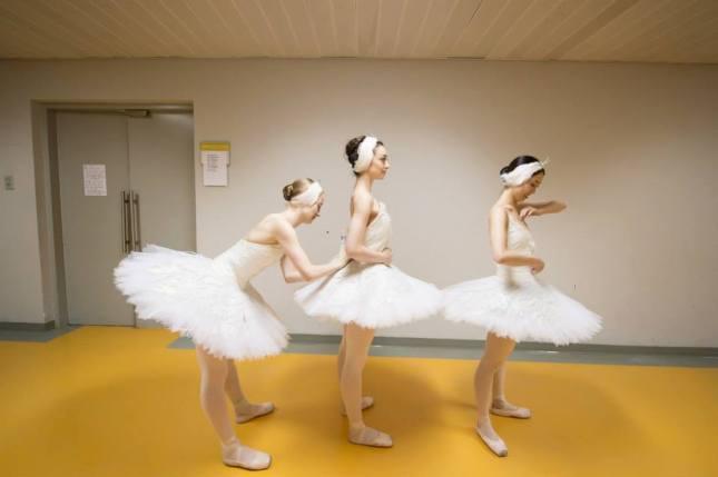 "Amber Hunt, Madison Keesler and Kei Akahoshi, ""Swan lake"" - © Arnaud Stephenson"