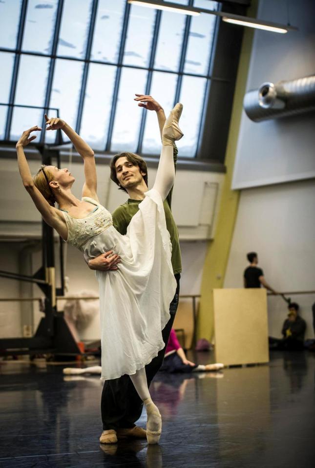 Iana Salenko and Dinu Tamazlacaru - © Carlos Quezada