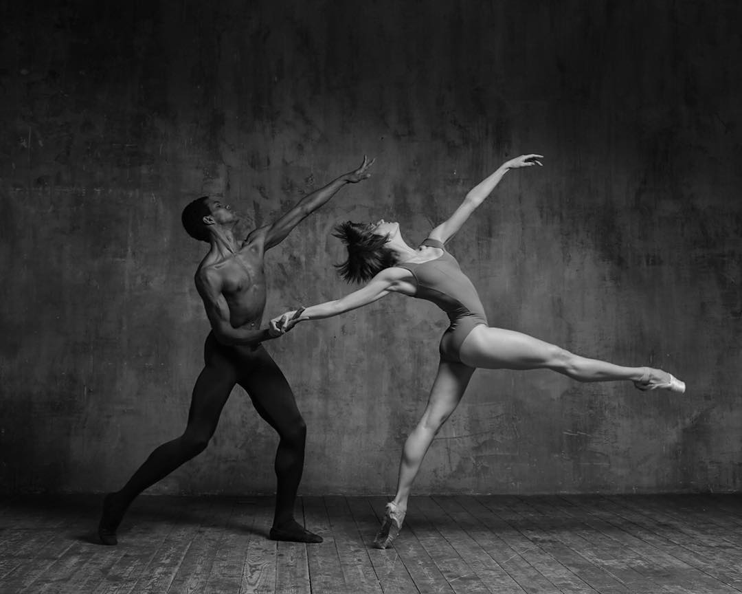 Обнаженные Танцы С Веселым Задором